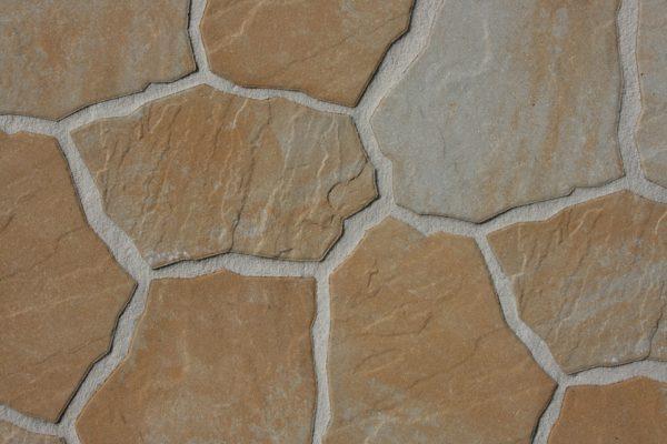 玄関ポーチ自然石使用