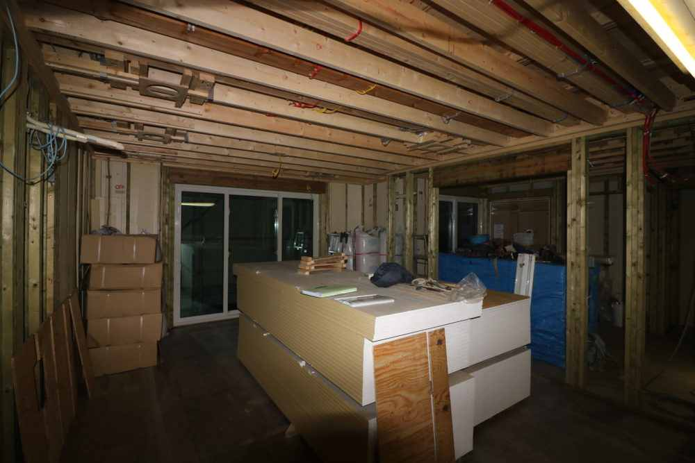 建築中の家 LDKにキッチンが置かれた