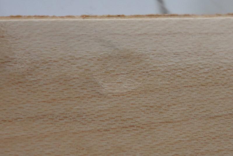 凹みの付いた板
