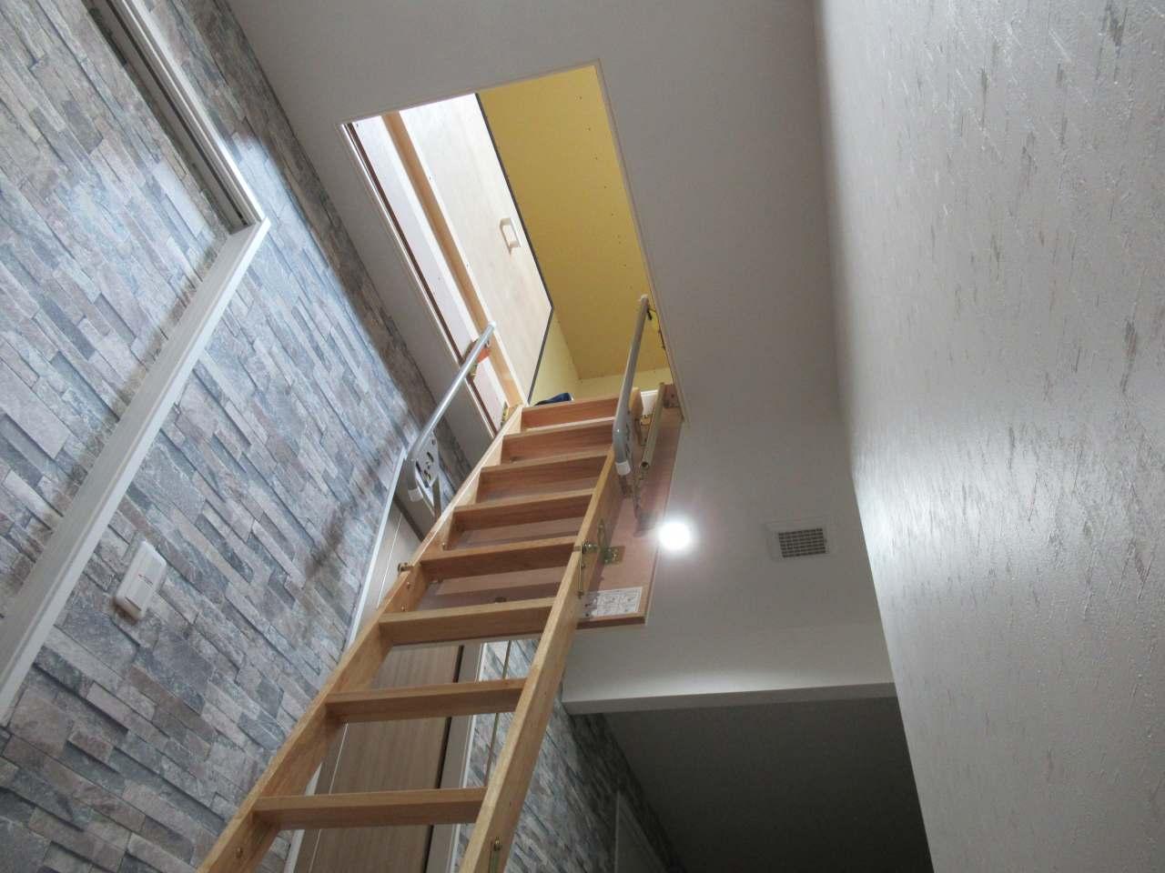 小屋裏収納への階段