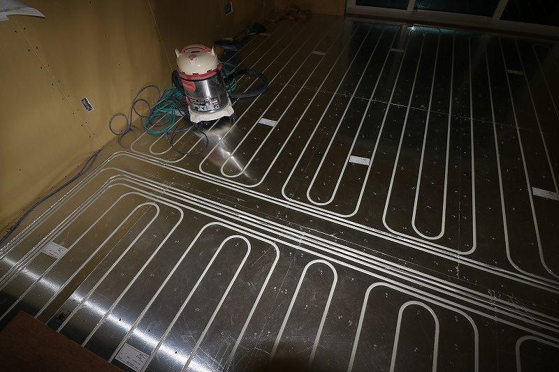 一条工務店床暖房の配管