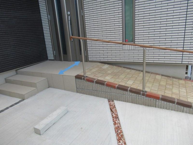 玄関ポーチの傾斜