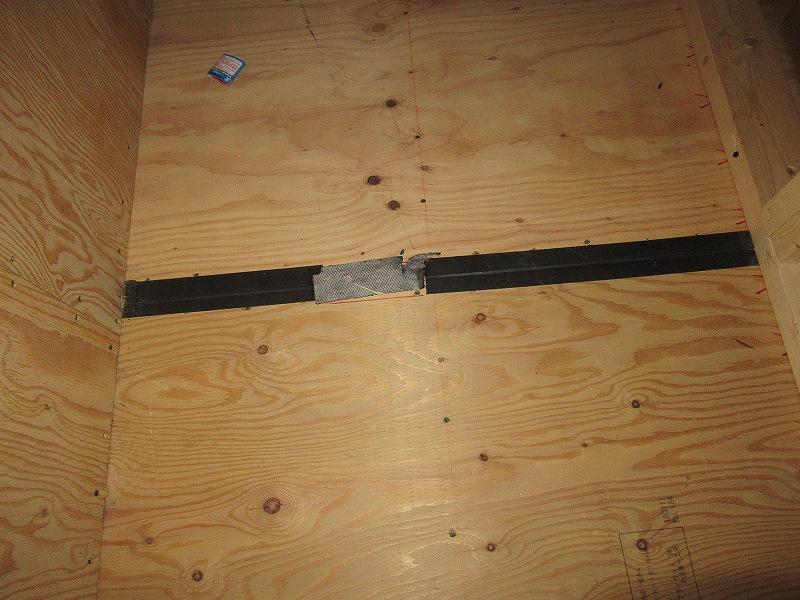 天井裏の床